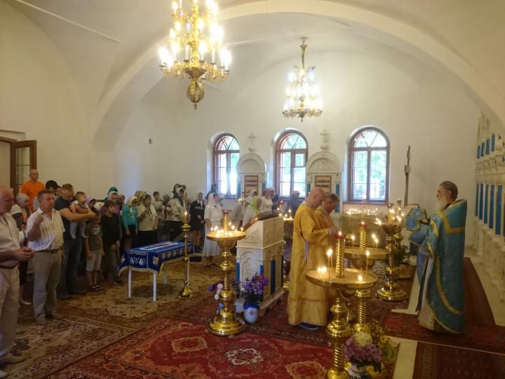 Великий вход на праздник Успения Пресвятой Богородицы (28 августа 2016 г.)