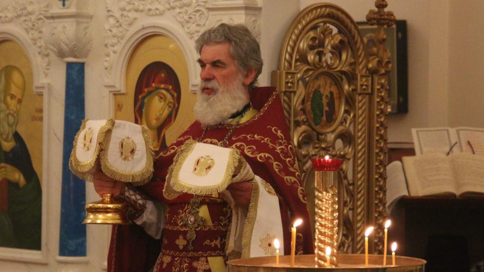 Великий вход на Божественной литургии в честь Воскресения Господа Бога и Спаса нашего Иисуса Христа 16 апреля 2017 г.